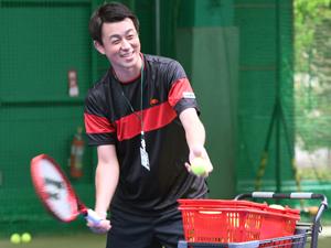 レベル別のテニスレッスン風景